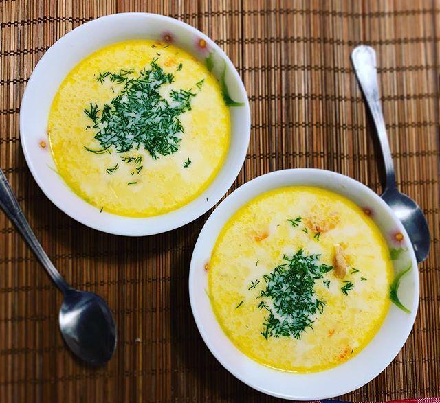 Сырный суп с полукопченой колбасой