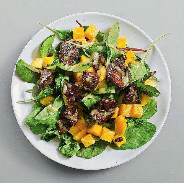 Рецепт приготовления салата с манго и куриной печенью